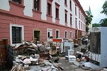 Zámek v Kuníně rovněž postihla povodeň. V současné době se na zámku i v jeho okolí intenzivně pracuje hlavně na likvidaci nánosů a odstraňování těch největších škod.