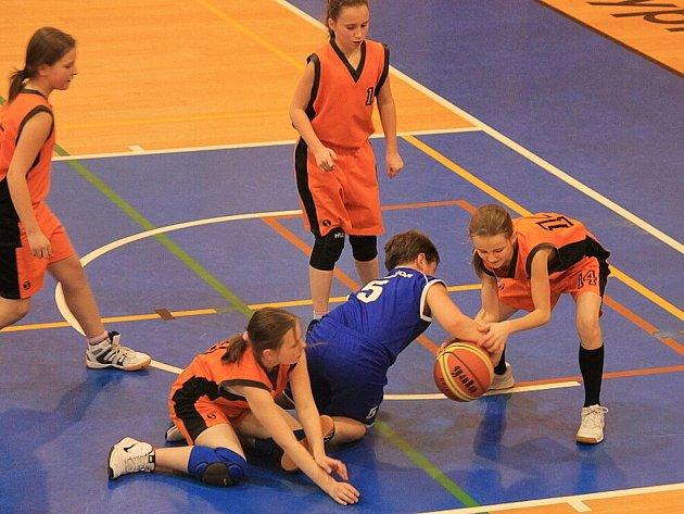 Na turnaji, který pořádal BK Příbor společně se SVČ Luna Příbor, se představilo pět týmů nejmladšího minižactva.