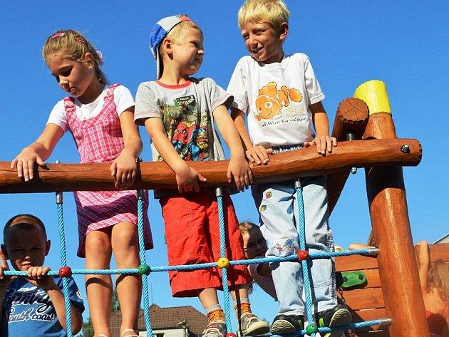 Mateřské školy a základní školy v Sedlnicích jsou nové herní prvky.