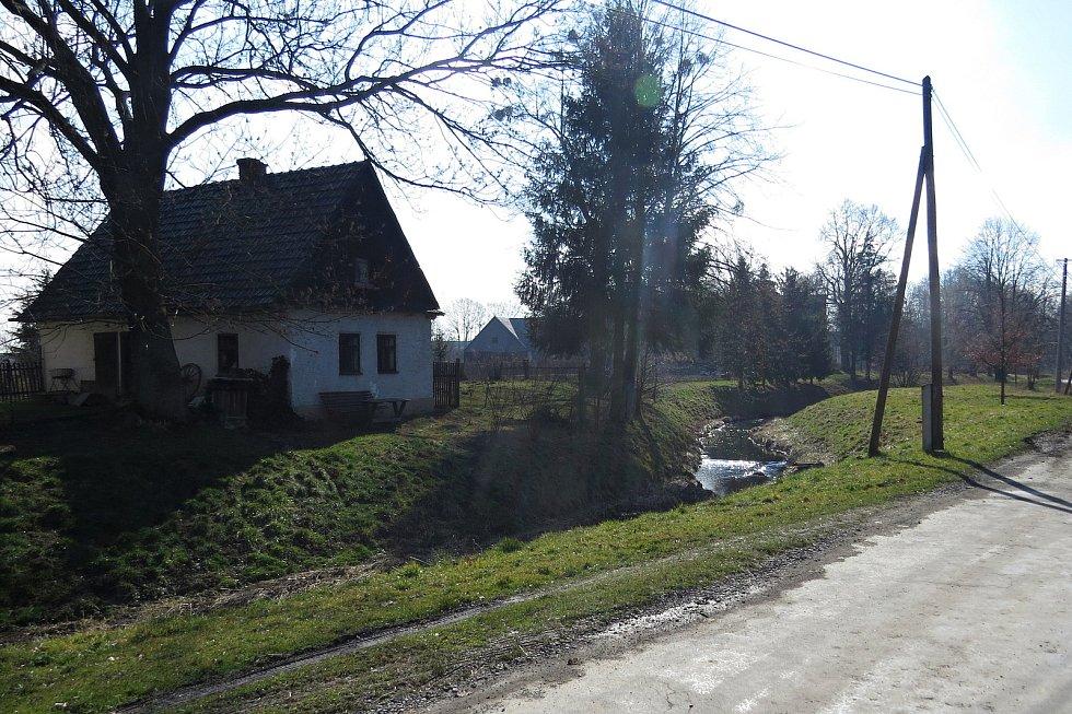 Bartošovice stojí za to navštívit, ať už kvůli zámku, rybníkům nebo vodnímu mlýnu.