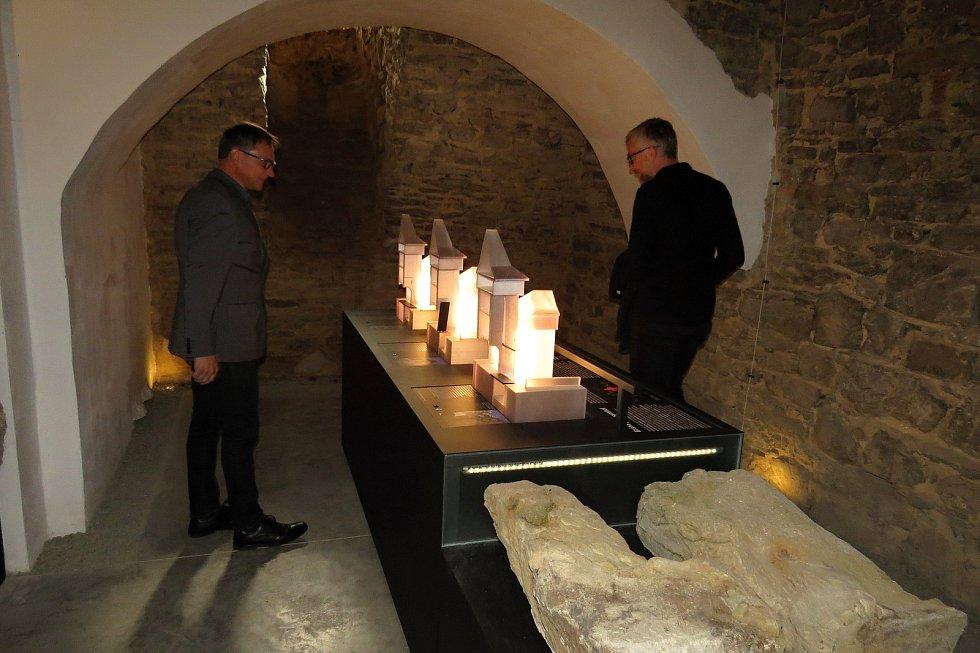 Otevření expozice s názvem Skrytý středověk v bíloveckém zámku, září 2021.