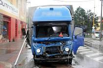20. července krátce po půl jedné odpoledne nedobrzdil 49letý řidič své nákladní vozidla Avie a narazil do vpředu stojícího nákladního vozidla Iveco. K tragické nehodě došlo na křižovatce v Bílovci na ulici Dukelská.