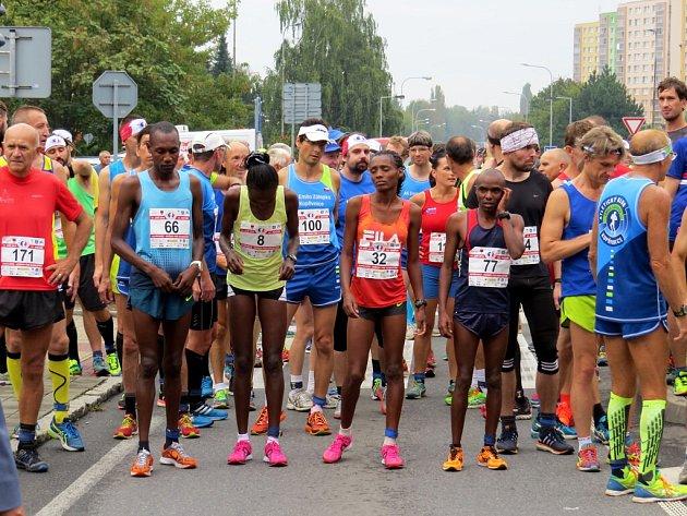 Závod do Kopřivnice každoročně přiláká desítky českých sportovců, mezi nimiž nechybí ani zástupci z Keni.