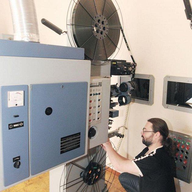 Zastaralou promítací techniku v kopřivnickém kině Puls nahradí moderní 3D technologie. Ilustrační foto.