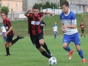 Novojičínský forvard Ondřej Pyclík (vpravo) zařídil dvěma góly vítězství s Petrovicemi.