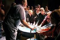 Koncerty Tomáše Pfeiffera, který hraje na Vodnářský zvon, jsou pro zúčastněné neobvyklým zážitkem.
