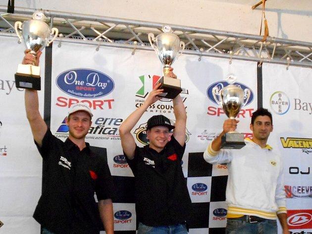 Evropský šampion Josef  Kulhavý (uprostřed) mohl na pódiu zaslouženě slavit titul.