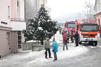 V pondělí 21. ledna zasahovali hasiči v Příboře na Novojičínsku u požádru v DPS v centru města. Při něm přišly o život dvě klientky.