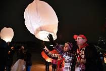Lampiony štěstí se ve Frenštátě pod Radhoštěm nebudou smět používat. Foto: archiv Deníku