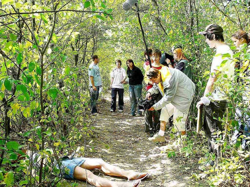 """Mladí zastupitelé dali svůj zájem o problémy """"náctiletých"""" najevo také natočením preventivního snímku."""
