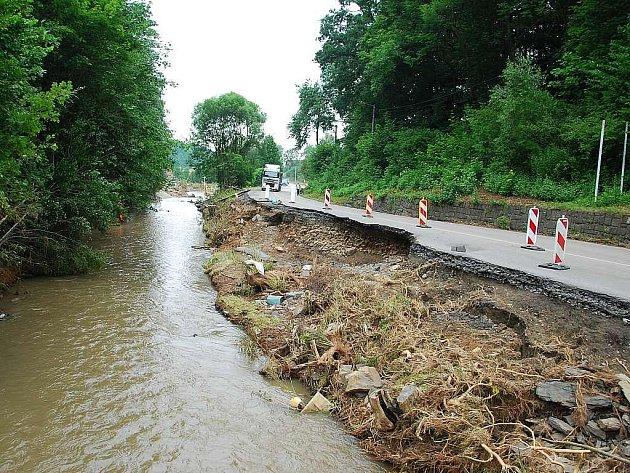 První peníze na obnovu a výstavbu místních komunikací poputují do povodní postižených oblastí na Novojičínsku.