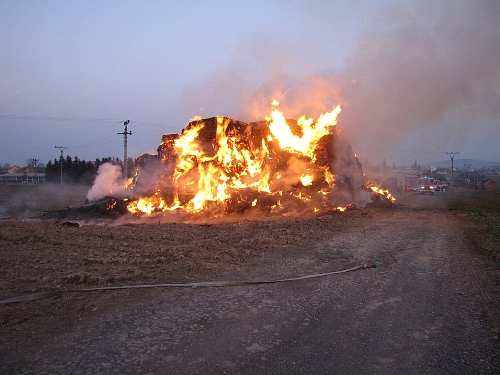 Požár seníku v Suchdolu nad Odrou