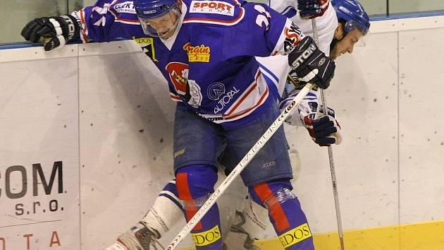 Hokejisté Nového Jičína si po vysoké výhře 8:0 odvezli všechny body z ledu hanáckého Šternberku.