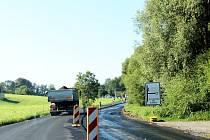 Zákaz vjezdu je v současné době na silnici mezi obcemi Rybí a Závišice. Přestože původně měla být silnice částečně průjezdná, kvůli urychlení a zkvalitnění opravy se investor a dodavatel dohodli na úplné uzávěře.