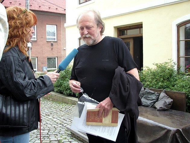 Knihu fakta a dojmy o Sigmundu Freudovi ve čtvrtek v podvečer oficiálně pokřtil v Rodném domě Sigmunda Freuda v Příboře její autor Václav Buriánek.