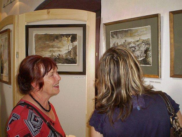 Návštěvníci si mohli poprvé prohlédnout grafiky Jana a Adama Součkových na vernisáži, 3.července.