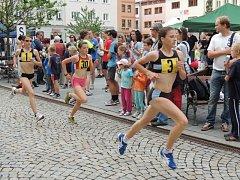 Letošního, již šestého ročníku Běhu mezi náměstími se zúčastnilo přes dvě stovky závodníků.