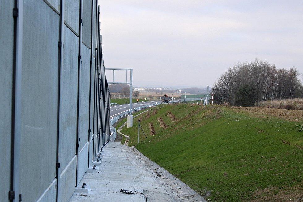 Součástí obchvatu obce Skotnice je také 150 metrů dlouhý tunel procházející Prchalovem.