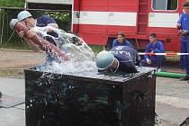 Třináct družstev mladých a dvacet týmů dospělých hasičů sešlo se ve Slatině.