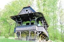 Památkově chráněná sušárna ovoce na pomezí Frenštátu pod Radhoštěm a Trojanovic v lokalitě Horečky architekta Dušana Jurkoviče.