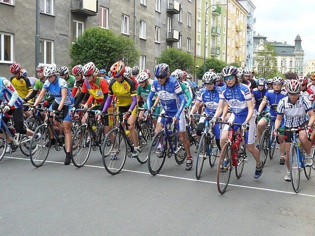 Prvního závodu šestnáctidílného seriálu Slezského poháru amatérských cyklistů se zúčastnilo 180 závodníků.