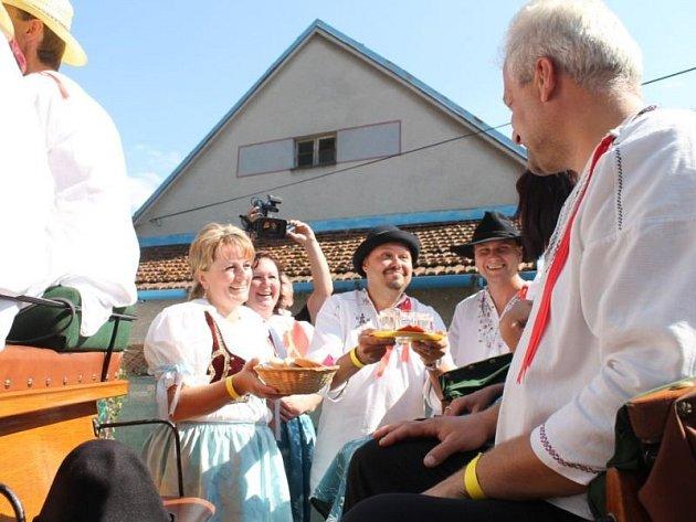 Obecní dožínky v Závišicích se v sobotu 17. srpna uskutečnily už potřiadvacáté.