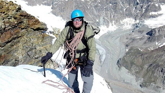 Horolozec Marek Novotný je od středy rána na cestě k Mount Everestu, který by rád zdolal bez šerpů, bez kyslíkové láhve a po obtížné severovýchodní stěně.
