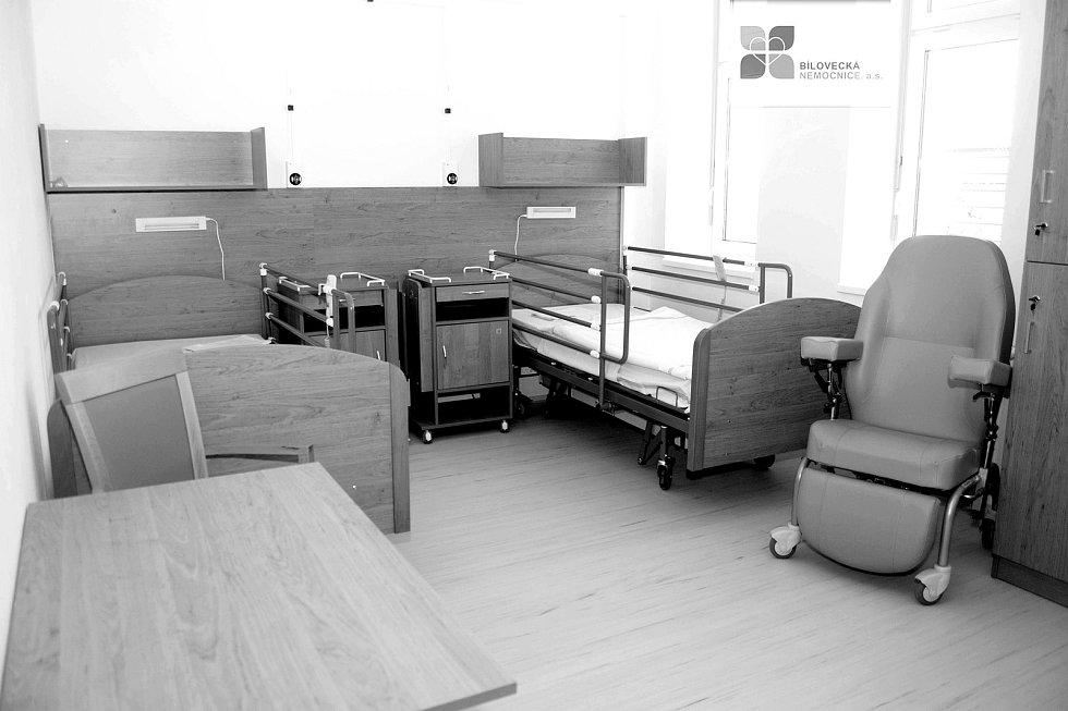 Dvoulůžkový pokoj modernizovaného Oddělení následné péče Bílovecké nemocnice. Ilustrační foto.