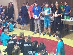 Tichavský zápasník Vít Vlček (uprostřed) si z posledního turnaje v letošním roce přivezl zlatou medaili.