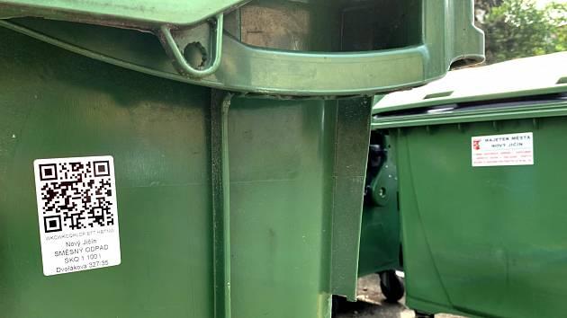 Samolepku s QR kódem bude mít každá popelnice v Novém Jičíně.