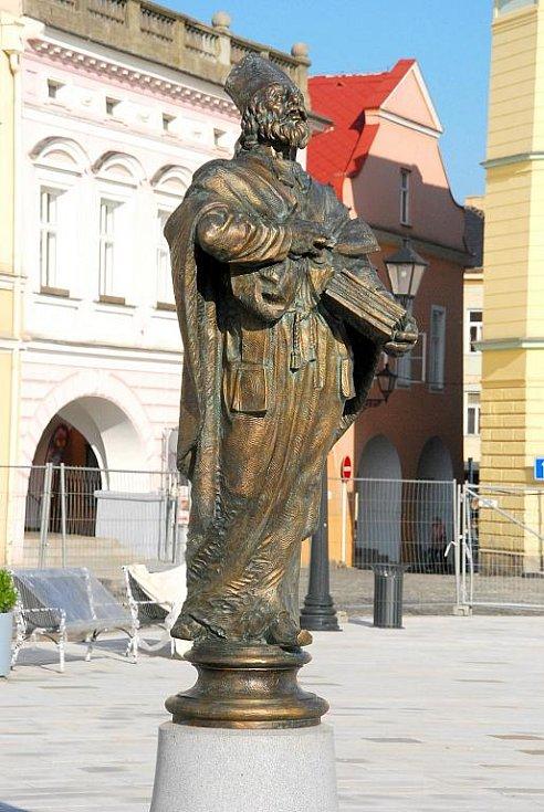 V pondělí 24. srpna našla po téměř 120 letech opět své místo socha svatého Mikuláše.