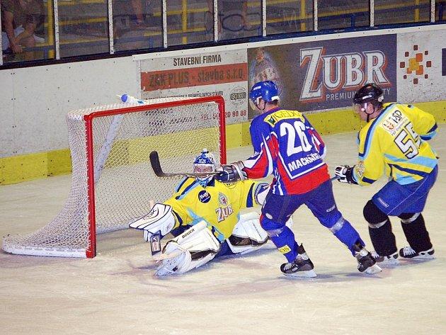 Hokejisté Nového Jičína poprvé v přípravě na novou sezonu II. hokejové ligy, skupiny Východ, prohráli, když nestačili v Přerově na místní Zubry.