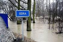 Mezi Kunínem a Suchdolem nad Odrou a u Bernartic nad Odrou řeka Odra v sobotu dopoledne vytvořila velká jezera.