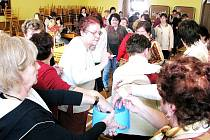 Nad partičkou žolíku se v sobotu 28. března sešly v Kateřinici pouze ženy. Muži měli vstup zakázán a i tak se na tradičním klání, které se v Kateřinici koná pravidelně na jaře a na podzim, sešlo osmaosmdesát žen.