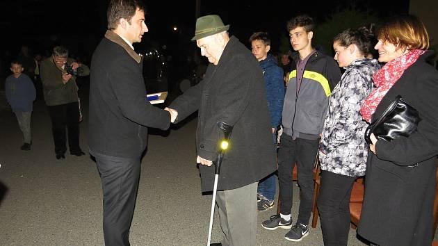 Dekret o čestném občanství převzal Oldřich Sobek od zástupců obce Libhošť v pondělí 28. října 2019.