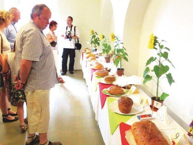 Na zámku v Bílovci se od 17. hodiny uskuteční druhý ročník soutěže v pečení domácího chleba. Chybět nebude veřejná degustace a hodnocení porotou.