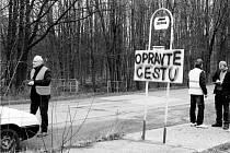 Kvůli opravě rozbité silnice mezi Rybím a Novým Jičínem založil Pavel Lichnovský (vlevo) petici.