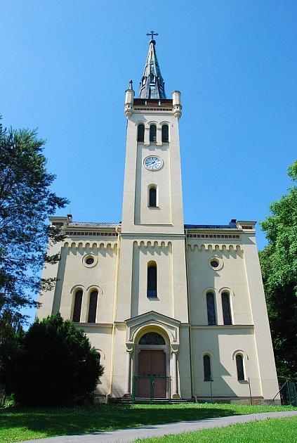 KOSTEL je konečně opraven a znovu žije. Například vloni se zapojil do Noci kostelů.