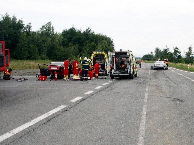Nehoda u Čepra si vyžádala tři zraněné lidi.