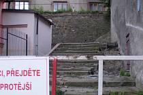 Staré zámecké schodiště ve Fulneku je v současné době uzavřené kvůli rekonstrukci. Ta má trvat do příštího měsíce.