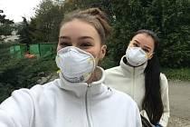 Studenti Střední pedagogické školy a Střední zdravotnické školy svaté Anežky České vOdrách pomáhají.