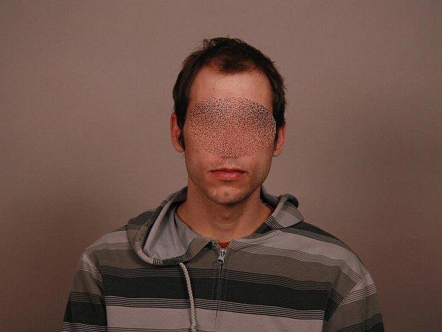 Mladý muž, jenž na území Kopřivnice přepadával a okrádal osamocené ženy.