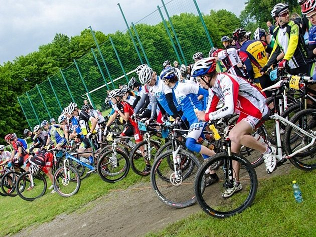 V hlavním závodě se letos ve Velkých Albrechticích představilo 79 natěšených závodníků.