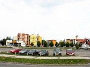 Pozemek, ktreý se stal předmětem dlouholetého sporu, je součástí větší plochy v centru města.