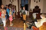 Kunínský zámek otevřel poslední srpnovou sobotu své noční brány. V rámci oblíbené Hradozámecké noci, která se na zámku uskutečnila již posedmé, si mohli návštěvníci prohlédnout zámecké komnaty s netradičními průvodci v dobových kostýmech.