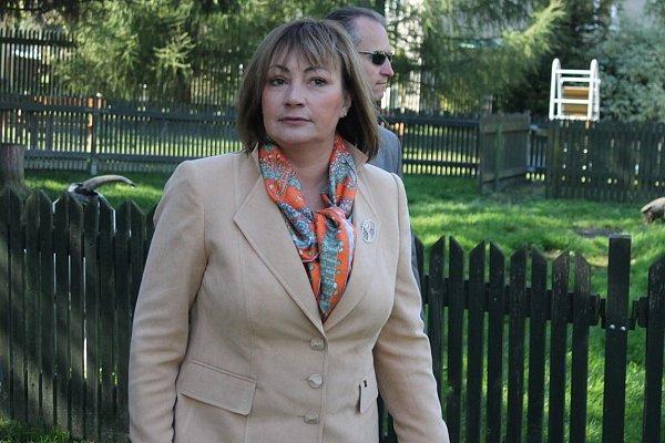 Ivana Zemanová přijela vúterý 1.října do Oder, kde strávila zhruba hodinu a půl vpříjemné atmosféře vtamním Domově Odry.