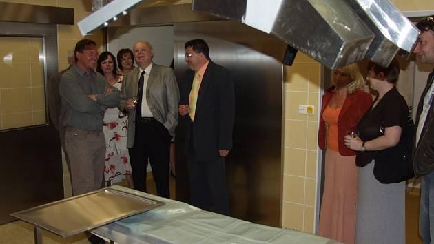 Nákladem deseti milionů korun vznikla na kopřivnické poliklinice nová chirurgie, včetně zákrokového sálu. V provozu bude od pondělí 2. července.