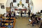 Žáci a učitelé ZUŠ Odry a děti ze Spálova vystoupili v neděli 15. prosince na předvánočním koncertu v kostele sv. Jakuba Staršího ve Spálově.