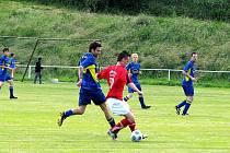 V domácím zápase s Veřovicemi dokázali dát hráči Oder (v červeném) jen jeden gól.