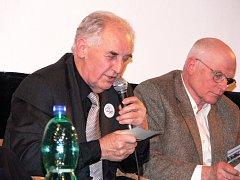 Dalibor Norský (s mikrofonem) si se sovětskou bojovou technikou užil své. Dnes se tomu už jen směje.